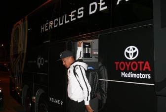 Alvarado se sube al autobús